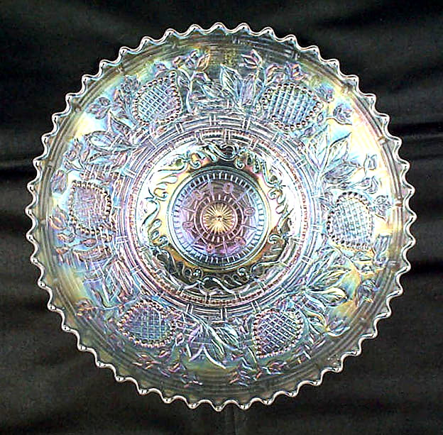 "Fanciful 9"" plate, in white"