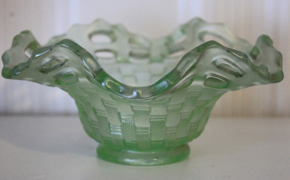 Open Edge basket. ruffled shape