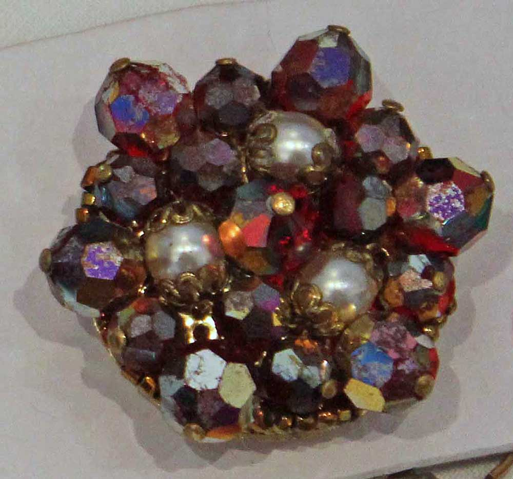 brooch with pearls - contemporary