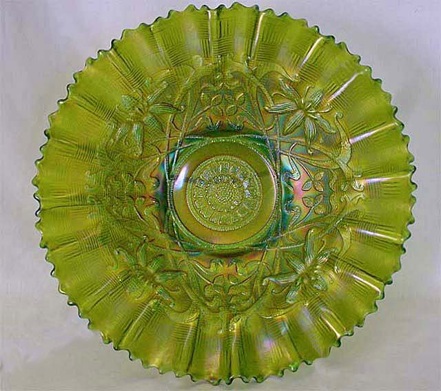 "Wishbone 10"" piecrust edge bowl in green"