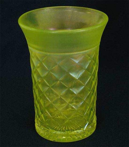 Concave Diamonds tumbler, vaseline