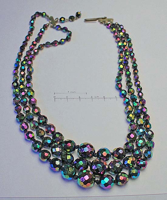 triple strand necklace,knotted, graduated