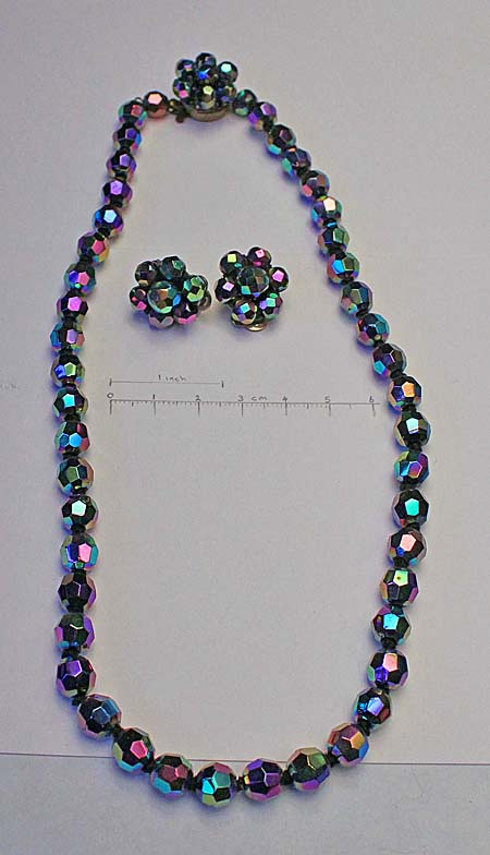 single strand knotted necklace with matching earings and clasp