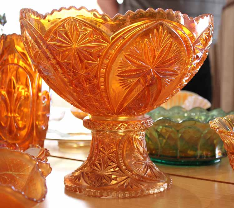 Cathedral Arches fruit bowl and stand (one piece), Brockwitz