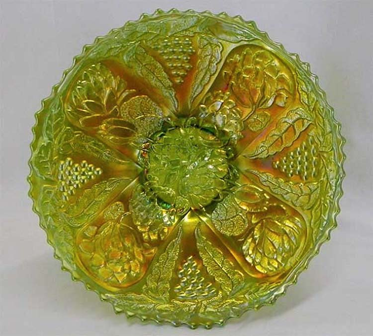 "Lotus and Grape 9"" plate, in green"